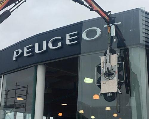 Remplacement vitrine Peugeot La Rochelle