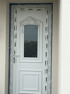 4 Chantier Menuiserie pendant Covid : Pose Ouvrant PVC REHAU à Aigrefeuille (La Rochelle)