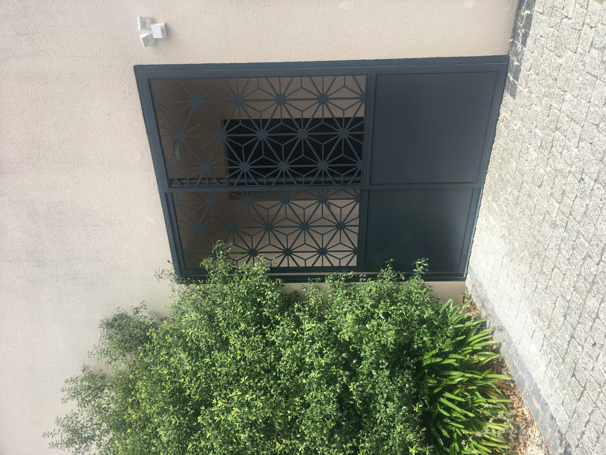 Porte coulissante extérieure en aluminium - Miroiterie et Menuiseries d'Aunis La Rochelle