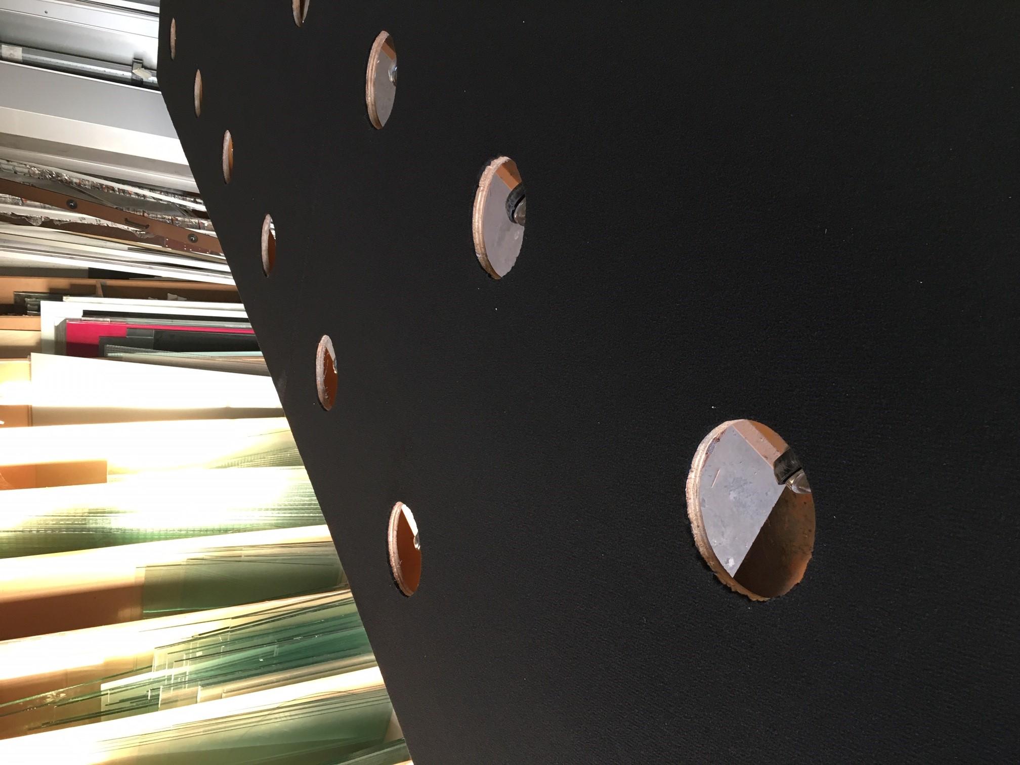 Découpe de verre sur mesure la Rochelle détail de la Table de découpe de la Miroiterie d'Aunis