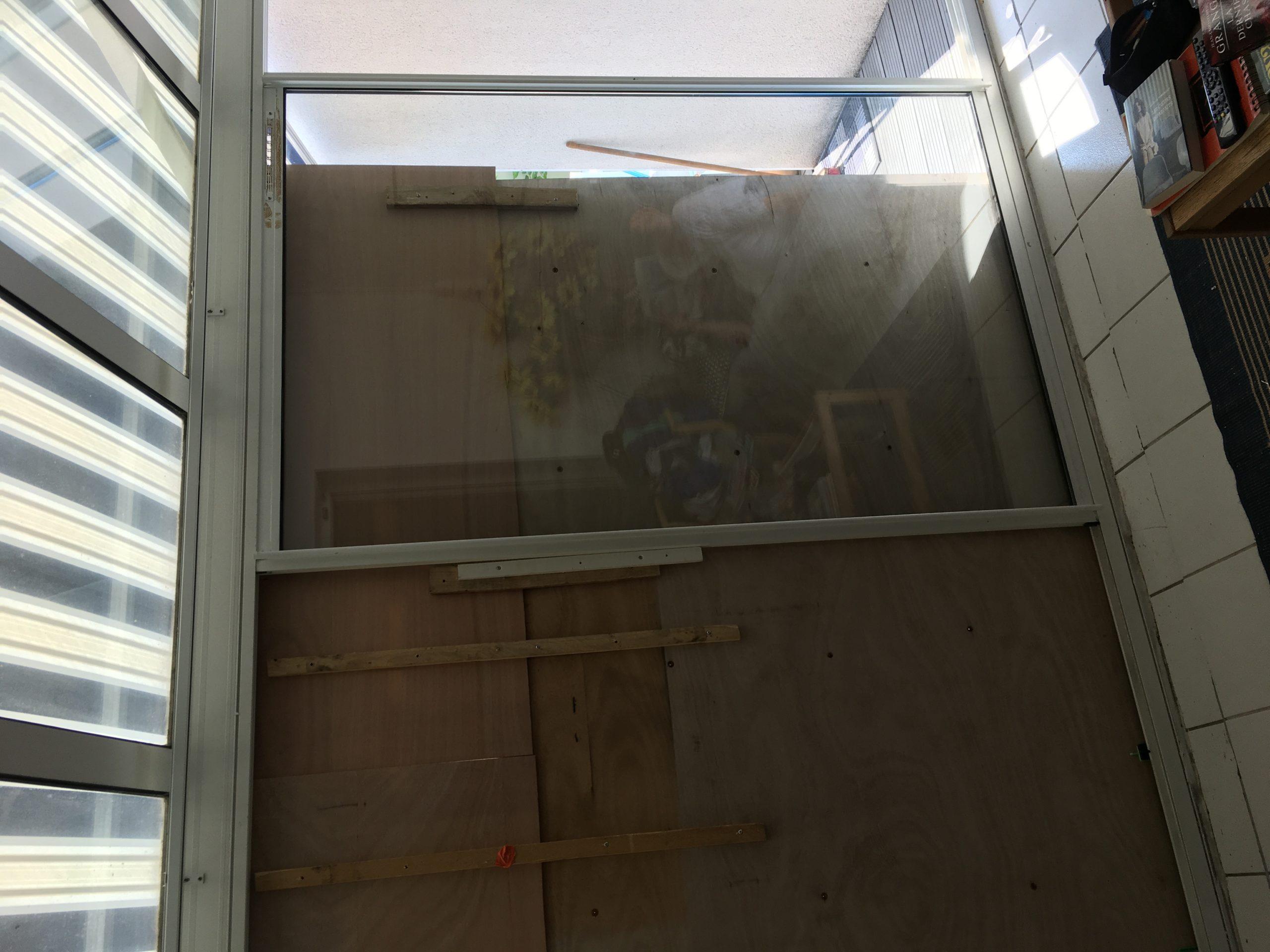 Fermeture et mise en sécurité d'une baie vitrée à La Rochelle