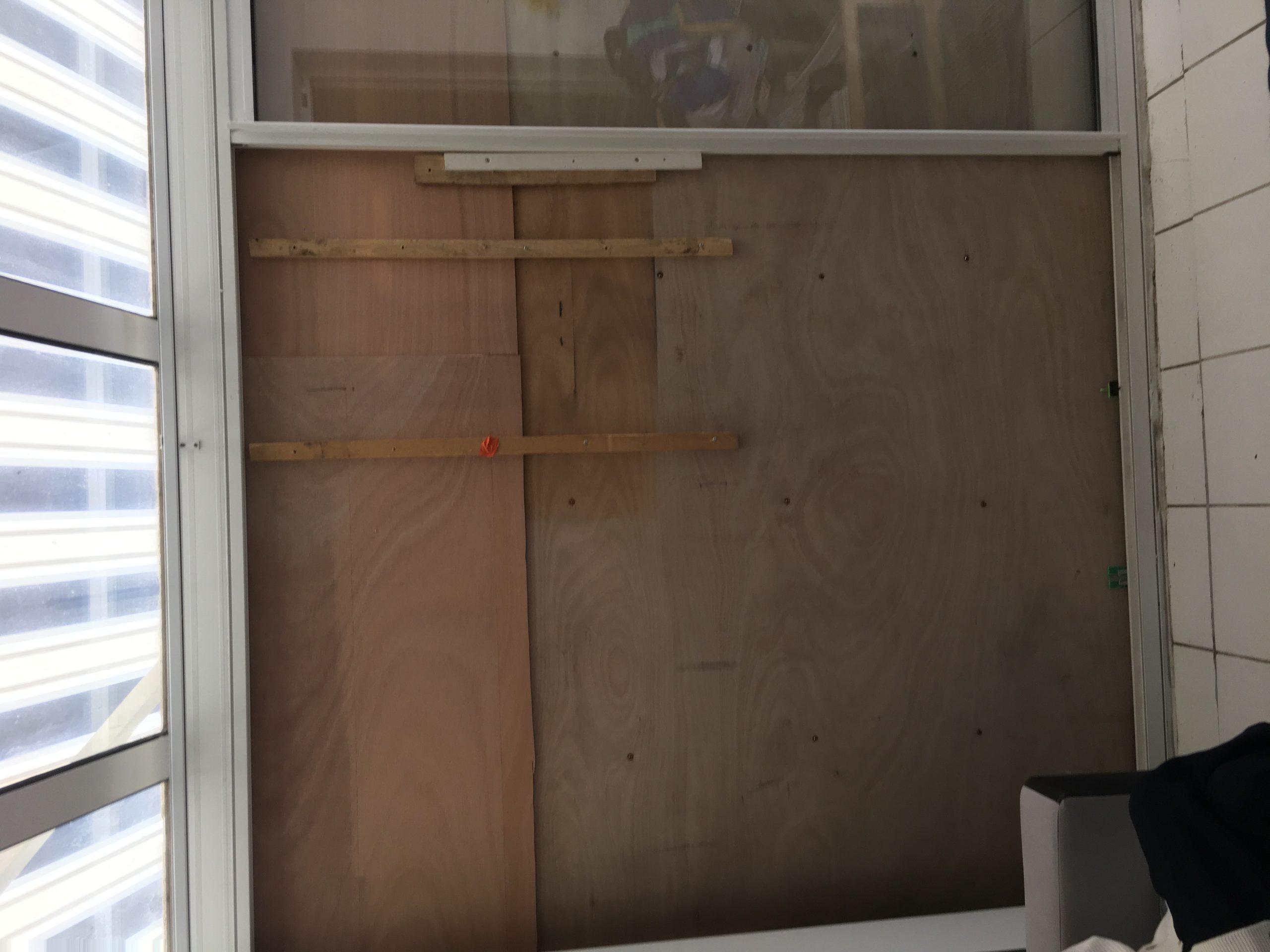 Fermeture temporaire d'un baie vitrée à La Rochelle