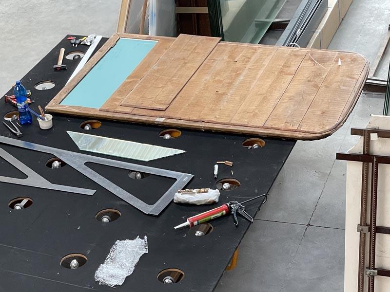 Rénovation d'un miroir ancien avec mise en place dernière planche de fermeture La Rochelle