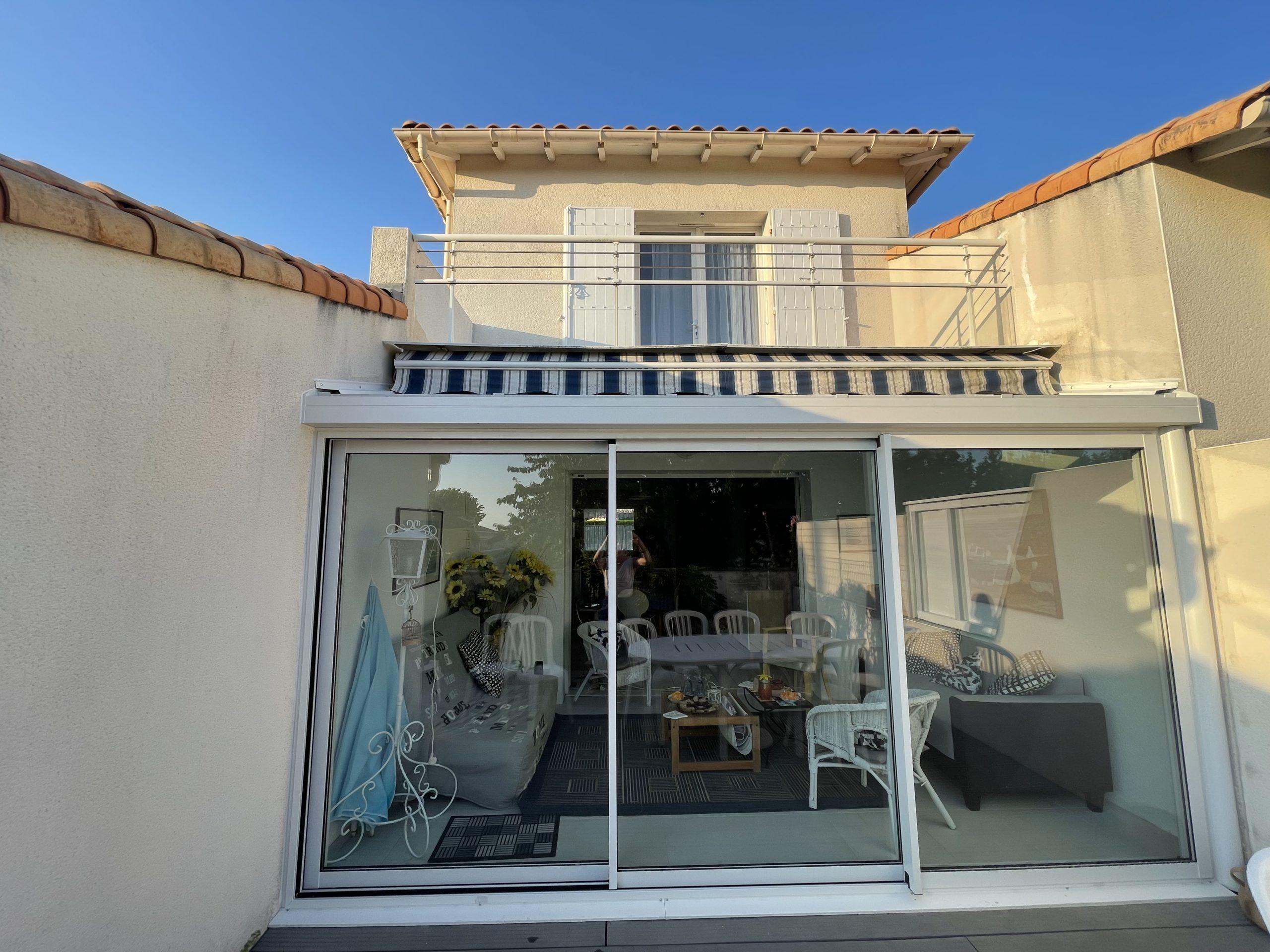 Entreprise pour Extension d'une maison de Vaux sur Mer par une véranda coulissants 3 vantaux proche de Royan.