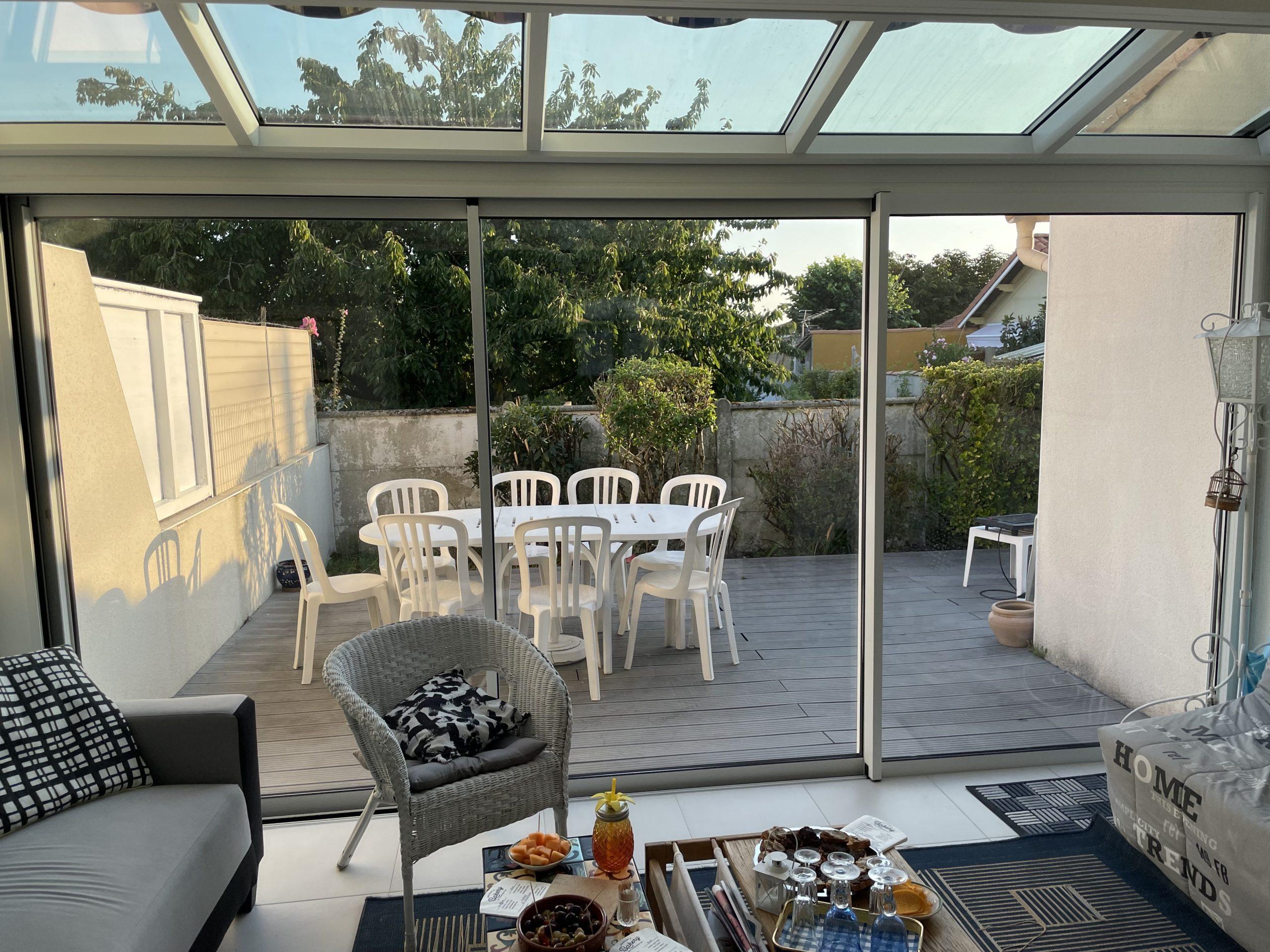 Entreprise spécialisée dans l'extension maison véranda, exemple d'une extension de maison à Vaux sur Mer, proche de Royan.